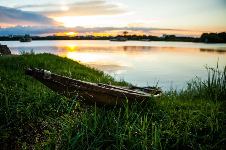 Hue Vietnam boat - adventure of two
